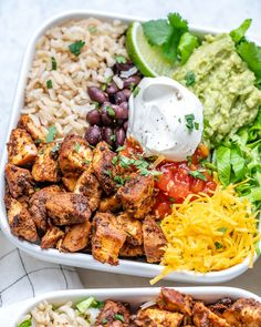 {NEW} Copycat Chipotle Chicken Burrito Bowls CFC Style 🍅🌱🥑 DRoooLLLLL 🤤🤤🤤 Looks like your Dinner plans just changed!🙌 Chipotle Chicken Burrito Bowls are Clean Eating Recipes, Healthy Eating, Cooking Recipes, Healthy Recipes, Health Food Recipes, Best Food Recipes, Chicken Burritos, Chicken Wraps, Chipotle Copycat Recipes