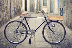 As a beginner mountain cyclist, it is quite natural for you to get a bit overloaded with all the mtb devices that you see in a bike shop or shop. There are numerous types of mountain bike accessori… Velo Vintage, Vintage Bicycles, Dutch Bicycle, Urban Bike, Commuter Bike, Bicycle Maintenance, Cool Bike Accessories, Bike Seat, Old Bikes