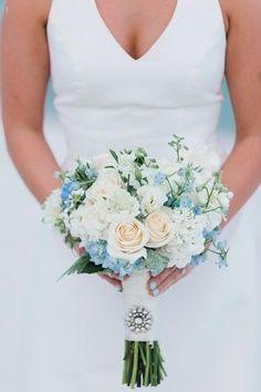 Uñas para novias en celeste pastel: Bouquet y uñas al tono!