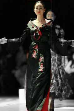 Vietnam Fashion Week FW14 - Haute Couture. Designer: Charming Lys Photo: Thanh Dat