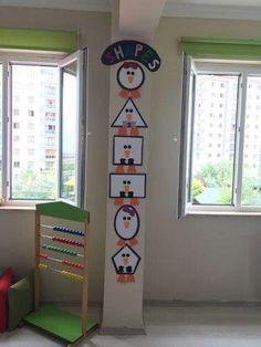Preschool Activities and Materials Preschool Classroom Decor, Classroom Board, Classroom Displays, Kindergarten Classroom, Kindergarten Activities, Preschool Activities, Class Decoration, School Decorations, Kids Education