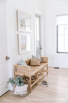 Mint Decor, Interior Design Videos, Shabby, Moving Furniture, Kid Bathroom Decor, Girly, Home Decor Paintings, Spring Home, Vintage Home Decor