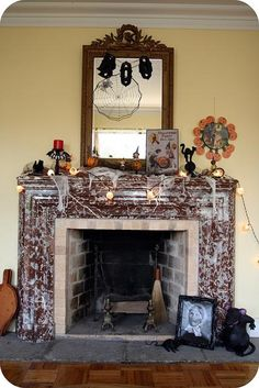 Halloween decorations : IDEAS & INSPIRATIONS  Halloween mantle