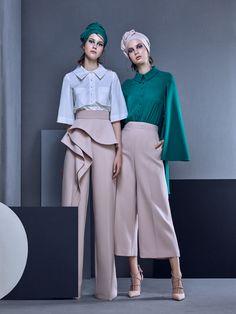 MaySociety — Azzi & Osta Ready-to-Wear Spring/Summer 2019 Fashion Details, Look Fashion, Fashion Design, Fashion Trends, Catwalk Fashion, Cheap Fashion, Affordable Fashion, Fashion Pants, Hijab Fashion