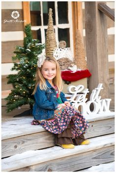 "Christmas Mini Session Love the ""let is snow"" sign! Family Christmas Pictures, Winter Photos, Holiday Pictures, Christmas Photos, Xmas Pics, Photography Mini Sessions, Christmas Photography, Photography Ideas, Photo Sessions"