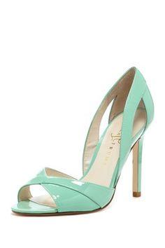Ivanka Trump Tatiana Peep Toe Pump If I could only wear high heels. Pretty Shoes, Beautiful Shoes, Cute Shoes, Me Too Shoes, High Heel Boots, Shoe Boots, High Heels, Look Fashion, Fashion Shoes