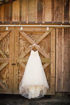 Beautiful gown @horsecreeknc in Eagle Springs, NC | Photo by @maegoni |