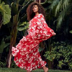 Check out the latest pieces from our collaboration with Colombian designer Johanna Ortiz. For more romance and beautiful blooms, visit H&M today. Easter Dresses For Women, 80s Fashion, Womens Fashion, Fashion 2020, Boho Fashion, Spring Fashion, Easy Drawings For Kids, Beautiful Flower Arrangements, Cute Backgrounds