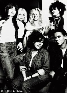 1977 Ladies of Rock from left: Chrissie Hynde (The Pretenders), Deborah Harry (Blondie), Viv Albertine (The Slits), Siouxsie Sioux (Siouxsie & the Banshees), front: Poly Styrene (X-Ray Spex) and Pauline Black (The Selector). Siouxsie Sioux, Siouxsie & The Banshees, New Wave, It Icons, Style Icons, Chrissie Hynde, Hard Rock, The Pretenders, Women Of Rock