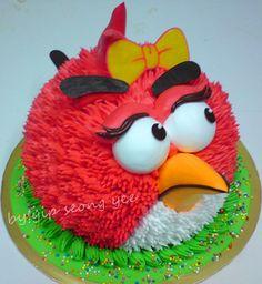Angry Birds. View more at Suburban Fandom's Fan Cakes board http://pinterest.com/SuburbanFandom/fan-cakes/