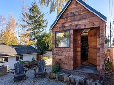 Designed and built by Chad Kuntz, Tipsy the Tiny House is a 180 sq. tiny house on wheels available for nightly rental through Airbnb in West Seattle. Tiny House Talk, Tiny Houses For Rent, Tiny House On Wheels, Seattle Vacation, Normal House, Tiny House Exterior, Small Loft, Cabin In The Woods, Tiny House Movement
