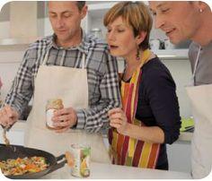 Atelier de cuisine itinérant dans un bus spécialement aménagé.  http://toquesetbus.fr/ateliers-professionnels-entreprises-formules-quimper.php