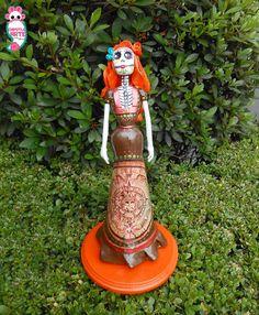 catrina 100% artesanal material: porcelana fria base de MDF chipotlearte@hotmail.com