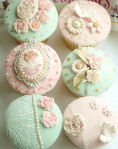 Cute girly cupcakes. Adorableeee.