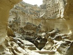 Qeshm Island, Chahkouh area .Chahkvh Valley Meteor Section from Qeshm city functions and landmarks province in southern Iran. This valley is about 100 km from Qeshm city, located near the village of East Chahvy. Tourism is one of the important parts of the island. Statues Chahkvh doors with unparalleled volume and covered hundreds of public housing chamber, and bowls, and the shelf on the rocks and potholes Jvyhay water from the onslaught of wind, rain and harsh hot sun emerged.