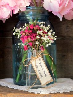 Flower Vase Favors for Place Cards, Favors + Decor in One! | http://emmalinebride.com/favors/flower-vase-favors/