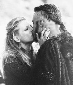 Ragnar and Lagertha kiss #Vikings