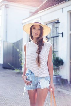 Summer Fashion 2014. Relaxed look for the last month of summer.  ::M::