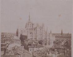 1857. Albumina di Piazza del Duomo dalla torretta dei Giureconsulti.  Davanti al Duomo si vede anche il Baldacchino costruito in occasione della visita dell'Imperatore Francesco Giuseppe e Consorte.