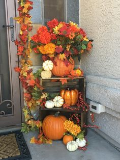 60 Fall Porch decorating ideas to bring in the gorgeous colors of autumn at your doorstep - Ethinify Autumn Decorating, Porch Decorating, Decorating Ideas, Fall Home Decor, Autumn Home, Autumn Garden, Thanksgiving Decorations, Seasonal Decor, Holiday Decorations