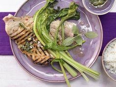 Gegrillter Schwertfisch - mit thailändischem Gemüse und Ingwer - smarter - Kalorien: 364 Kcal - Zeit: 50 Min. | eatsmarter.de