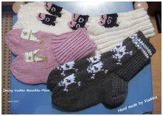 Pieniä lehmiä lapsille ja kutakruunuja Prinsessalle.. Fingerless Gloves, Arm Warmers, Christmas Stockings, Holiday Decor, Handmade, Fashion, Fingerless Mitts, Needlepoint Christmas Stockings, Moda