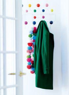 Une écharpe en pompons multicolores / A scarf in multicolored pompoms, DIY