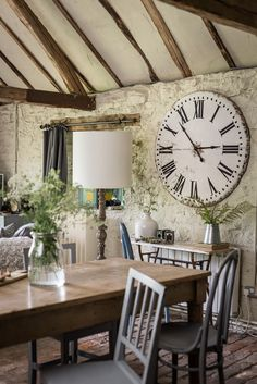 A Barn-Style Holiday Cottage Oozing With Rustic Charm - Dear Designer English Cottage Exterior, Web Design, Design Ideas, Mismatched Chairs, Modern Rustic Decor, Interior Decorating, Interior Design, Room Interior, Light In