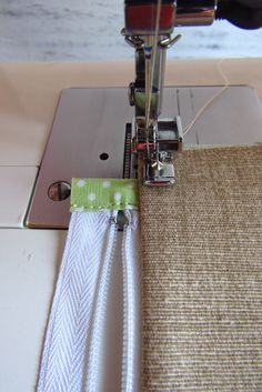 Outstanding 50 sewing hacks tips are offered on our web pages. Have a look and you wont be sorry you did. Sewing Projects For Beginners, Sewing Tutorials, Sewing Hacks, Sewing Patterns, Sewing Tips, Free Sewing, Hand Sewing, Pillow Tutorial, Patchwork Bags