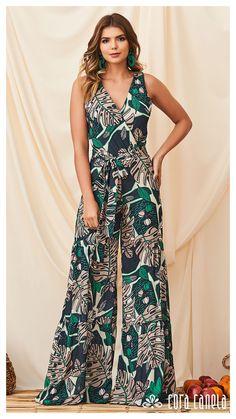 LOOK BOOK 05 • Coleção Salina • Cora Canela Jumpsuit Outfit, Floral Jumpsuit, Boho Fashion, Fashion Dresses, Womens Fashion, Fashion Design, Jumpsuits For Women, Casual Wear, Pants For Women