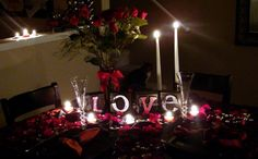 How to prepare a round dining table for a romantic dinner
