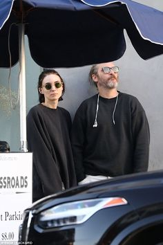 Rooney Mara and Joaquin Phoenix wait for their car from the valet after lunch at Crossroads Kitchen on Friday afternoon (March in Los Angeles. Rooney Mara, Joaquin Phoenix, Beatiful People, Casual Date Nights, Stylish Couple, Famous Couples, Fashion Couple, Black N White, Famous Faces