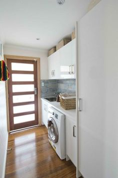 Tv show: house rules - Laundry Lloyd and Maddison's Laundry, I love the airy feel Laundry Doors, Laundry Storage, Small Laundry Rooms, Laundry In Bathroom, Laundry Room Inspiration, Laundry Room Design, Home Renovation, New Homes, Decoration