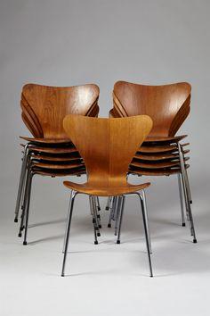 Set of eleven Series Seven chairs designed by Arne Jacobsen for Fritz Hansen, Denmark. 1956.