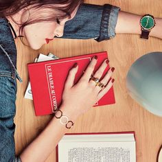 #ELLEfashion 指につけたリングは開くとブレスレットになるという2WAYジュエリー八角形をモチーフにしたアールデコデザインやマラカイトダイアルのヴィンテージシックな時計が手もとに特別感をもたらしてくれる発売中のエルジャポン3月号では日常を彩るステートメントジュエリーをピックアップ Photo: LAURE BERNARD Makeup: CAMILLE ARNAUD FOR CHANEL Nail: VIRGINIE MATAJA FOR CHANEL Props: CHARLOTTE HUGUET Model ANETA DOLEJSOVA Realization: ELIZABETH AKESSOUL #エル3月号 #ellejapan #elle #jewerly #ジュエリー #fashion #watch  via ELLE JAPAN MAGAZINE OFFICIAL INSTAGRAM - Fashion Campaigns  Haute Couture  Advertising  Editorial Photography  Magazine…