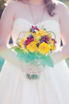 bright country bouquet {http://www.countrygardenflorist.net/}