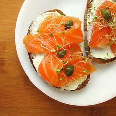 Make your own lox (smoked salmon) with this easy lox recipe. You will never go back to store-bought lox! Homemade lox is so much fresher, tastier, and healthier than store-bought lox. Serve lox for breakfast or brunch on a toasted bagel with cream cheese. Smoked Salmon Breakfast, Smoked Salmon And Eggs, Salmon Lox, Smoked Salmon Pasta, Salmon Bagel, Smoked Salmon Appetizer, Smoked Fish, Recipes Using Smoked Salmon, Fish Recipes