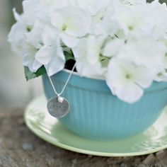 a lovely way to present a necklace!