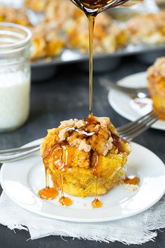 Pumpkin French Toast Muffins with cinnamon streusel topping - these are unbelievably good!