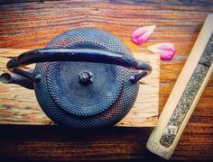 Bamboo summit scroll #PuEr #yunnan #china | #tetsubin #teapot #tea #te #farmtocup #tea #чай #茶 #te  Photography by @sewaricampillo