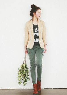 khaki pants, love this look!
