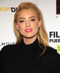 Amber Heard: defined brows, bright pink lip, voluminous lashes, classic cast eye, metallic bronze eyeshadow, sun kissed bronzer