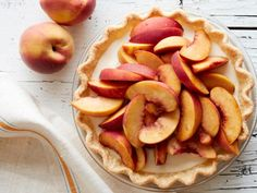 Make quick, easy four-ingredient summer pies from Food Network with your favorite fresh produce, including berries, peaches and limes. Easy Desserts, Delicious Desserts, Dessert Recipes, Easy Sweets, Fruit Recipes, Fall Recipes, Summer Recipes, Peach Cobbler Pie, Deserts