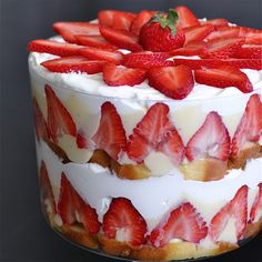 This looks delicious! Strawberry Trifle: This dessert is the perfect end to a Memorial Day BBQ. It's super easy to put together and looks impressive (bonus). 13 Desserts, Trifle Desserts, Delicious Desserts, Yummy Food, Plated Desserts, Fruit Trifle, Cheesecake Trifle, Strawberry Trifle, Strawberry Recipes