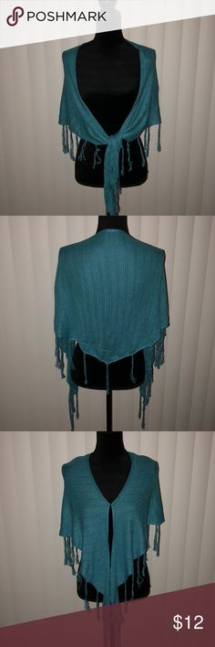 💙💚 Abercrombie & Fitch Knit Shoulder Wrap 💚💙 💙💚 Abercrombie & Fitch Knit Shoulder Wrap 💚💙  Lightweight Knit Shoulder Wrap - One Size - Teal Blue/Green  Good Used Condition, one pulled string in the back. This is considered in the price. No other rips, stains or tears. Dry Clean Only. Smoke free and cat friendly home. Abercrombie & Fitch Accessories Scarves & Wraps