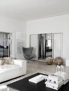 urbnite:Egg Chair by Arne Jacobsen gigantyczne orzechy :O i btw fotel ;)
