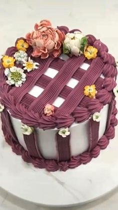 Buttercream Cake Designs, Cake Decorating Frosting, Cake Decorating Designs, Cake Decorating Videos, Birthday Cake Decorating, Cake Decorating Techniques, Cookie Decorating, Pretty Cakes, Beautiful Cakes