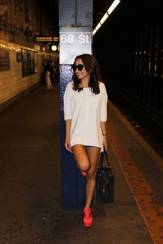 new york street style, nike air max, pink nike air max, pink trainers, coral trainers, new york underground, white jumper, denim shorts, casual outfit