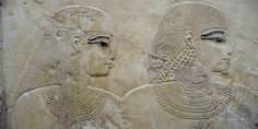 Sur le site archéologique de Louxor, à Thèbes, en Egypte : bas-relief de la…