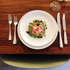 Merry Christmas everyone Today we do a catering with a five course menu and this is one of them: ceviche from scallops with pickles purple cauliflower, rösti and caviar #christmasdinner#christmas#scallops#seafood#glutenfree#partyfood#catering#emmakookt